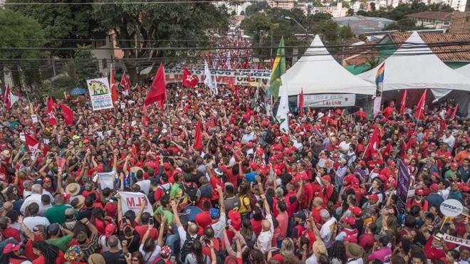 1º DE MAIO CURITIBA - MILHARES DE TRABALHADORES